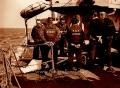 Бригада морских похоронщиков готовится к ритуалу погребения тела в воде